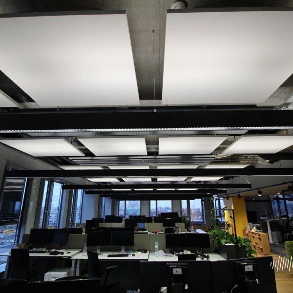 Pohled na stropní akustické panely